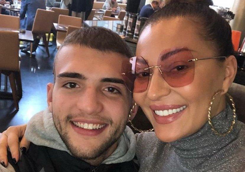 """""""И на 22 години можеш да легнеш покрај мајка ти"""": Вељко Ражнатовиќ со видео од Цеца ги запали социјалните мрежи"""