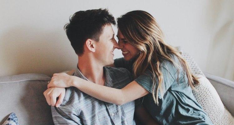 Не можат да се заситат: Пет ритуали на долгогодишни парови кои имаат редовни сексуални односи