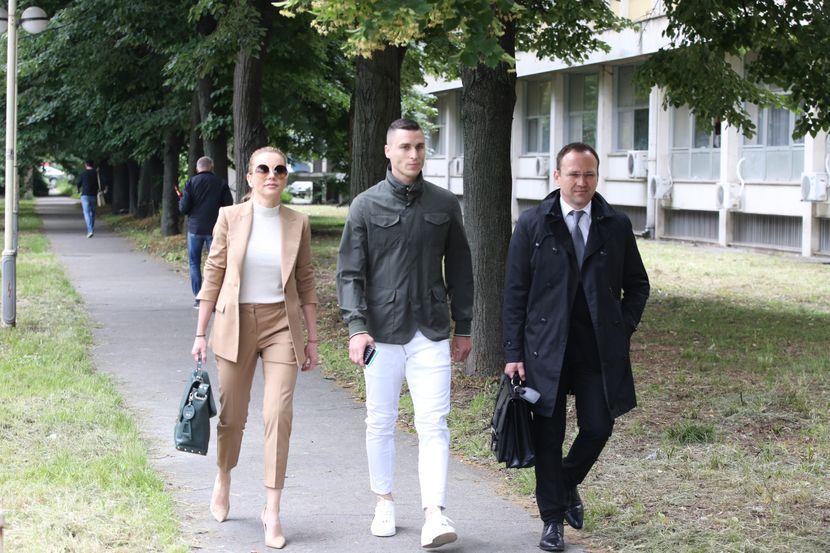Јелена Карлеуша повторно не се појави на судењето со Огњен Врањеш
