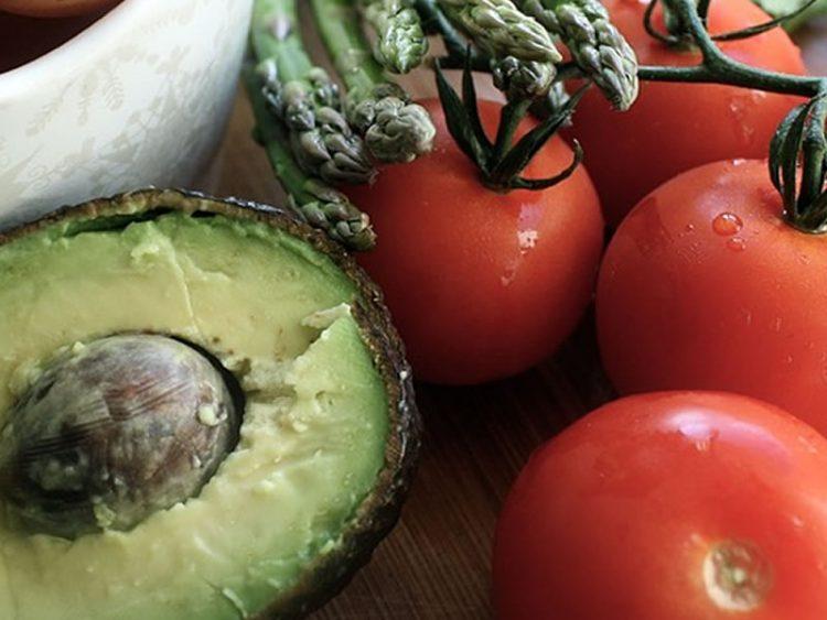 Здравје во чинија: Салата со авокадо и варени јајца