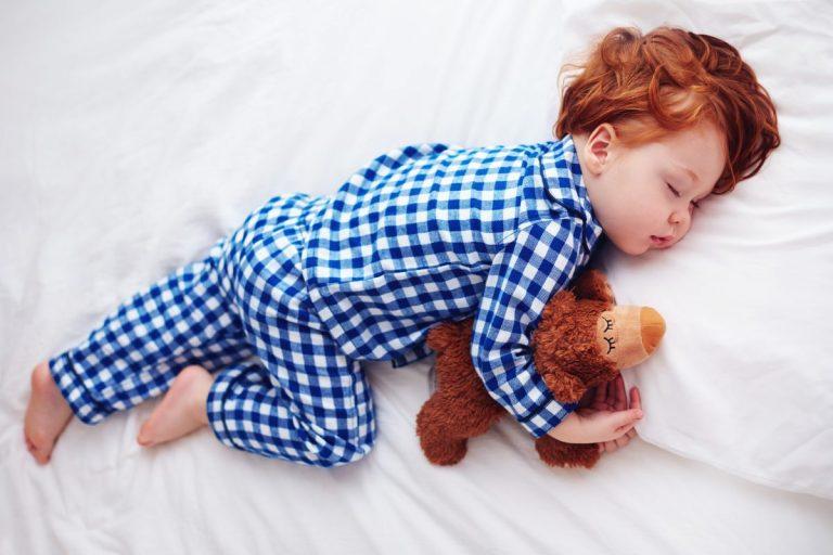 Дилема на родителите: Еве од која возраст децата не мора да ги заспивате преку ден