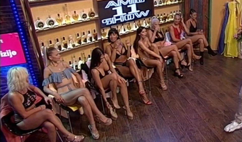 """Учесничките во """"Задруга 2"""" се бореа во базен со чоколадо: Слатко лижење… прсти!"""