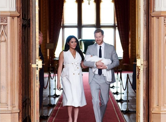 Принцот Хари и Меган Маркл со нова фотографија од малиот Арчи го честитаа Денот на таткото (фото)