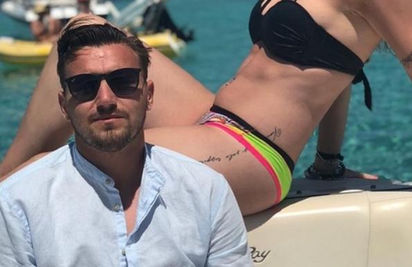 Македонскиот голман го бараат познати клубови за трансфер: Сите го сакаат Столе, а тој ја сака само… неа! (ФОТО)
