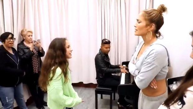 Ќерката на Џеј Ло маестрално го отпеа големиот хит: Ова е реакцијата на пејачката (видео)