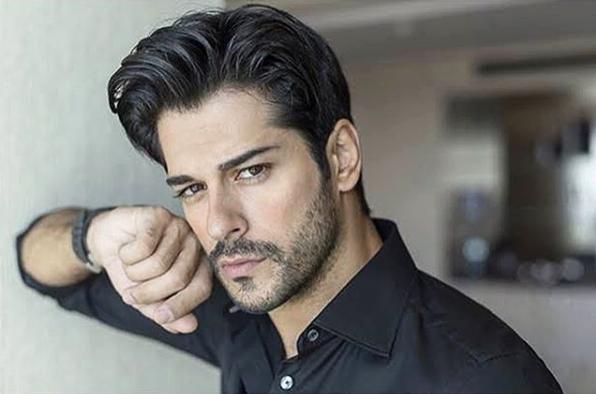 Популарниот турски актер ја објави првата заедничка фотографија со синот (фото)