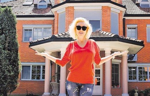 """Лепа Брена: """"Тогаш првпат почувствував што значи да си гладен, без семејството и пријатели"""""""