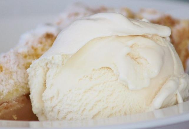 Запишете веднаш: Ова е најдобриот домашен сладолед од само 4 состојки