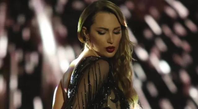 Александра Пријовиќ во целосно проѕирен фустан го покажа виткото тело по породувањето (видео)