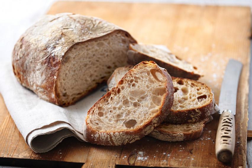 Лебот не предизикува надуеност и дебелеење, а без него го лишувате телото од еден важен витамин