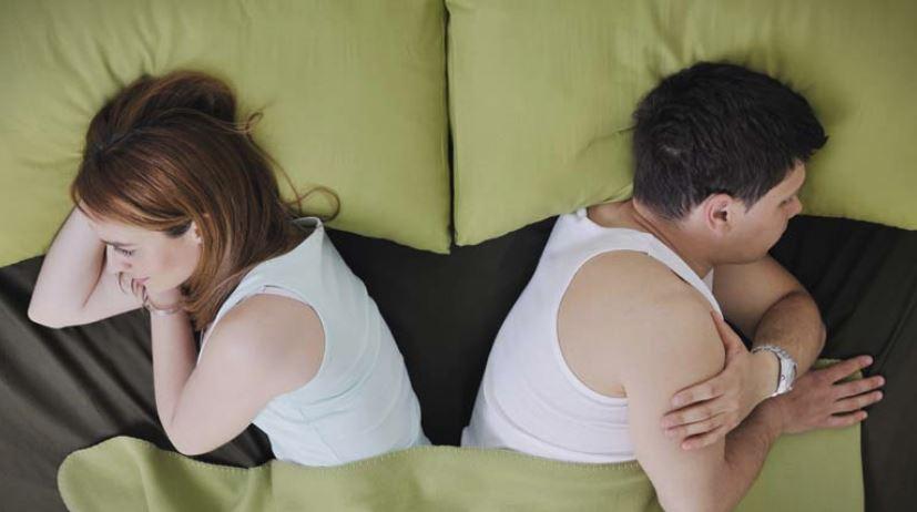 Ако вашиот партнер деновиве избегнува секс: Не го обвинувајте него, туку времето!