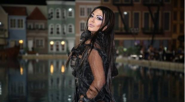 Маја Маринковиќ на забава со гола задница: Никогаш посекси, буди само една желба… во илјада варијанти!