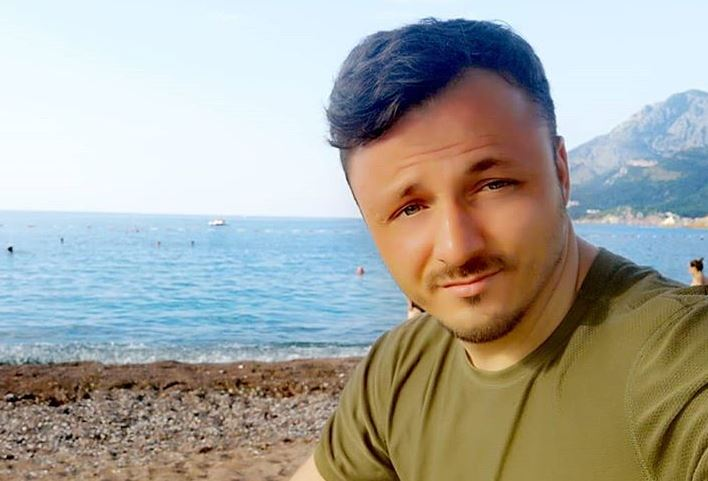"""""""Дали ова лице ви звучи познато?"""": Даниел Кајмакоски во Црна Гора се сретна со една многу драга личност"""