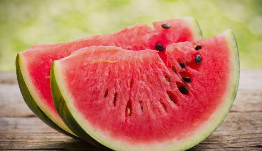 Никако немојте да ја јадете лубеница која изгледа вака- нема да ви биде добро кога ќе ја дознаете причината (фото)