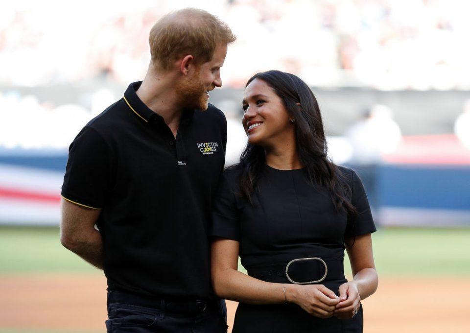 Стручни лица за говорот на телото откриваат: Принцот Хари и Меган Маркл глумат заљубеност во јавност?
