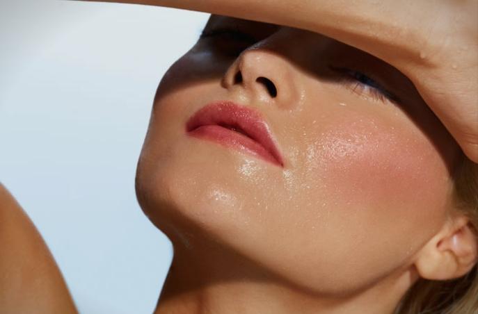 """Како да го спречите """"топењето"""" на шминката од летните горештини?"""
