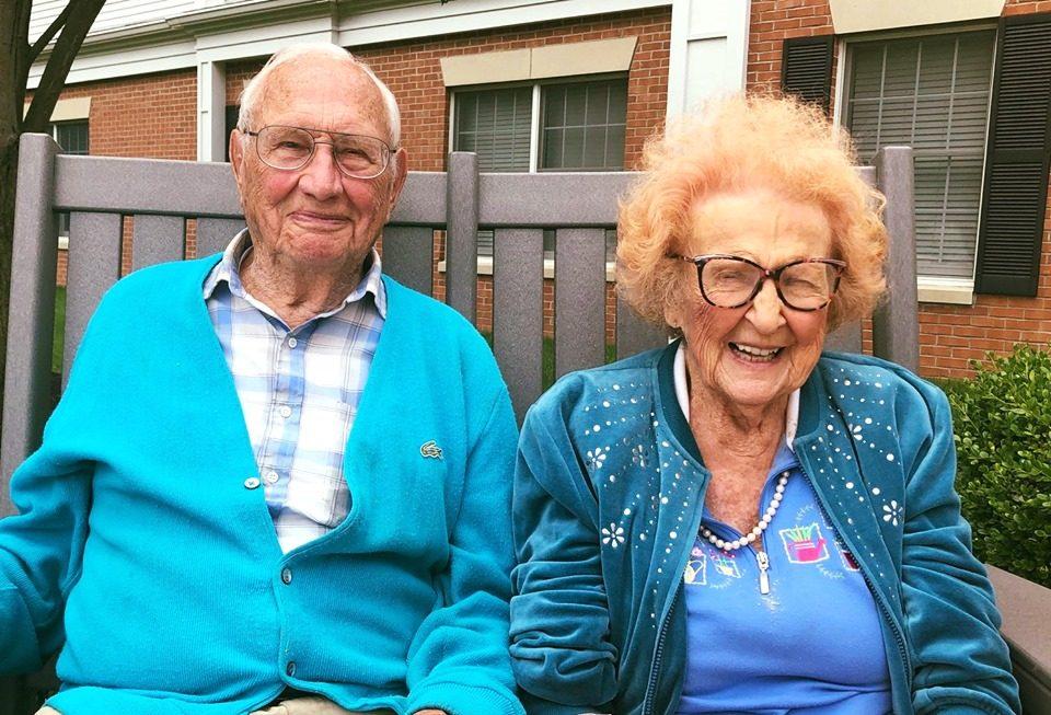 Никогаш не е доцна за љубов: 102 годишен жена се омажи со 100 годишен маж