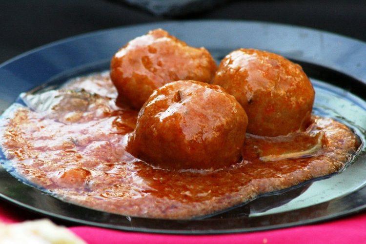 Ќофтиња со сос од кромид – Деликатесни мали топчиња