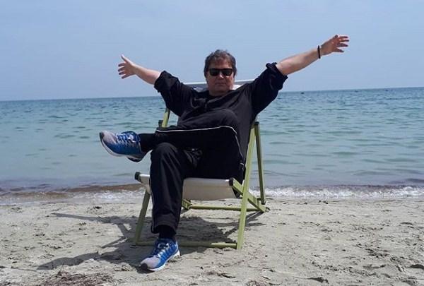 """""""Летно возење"""" со Вучиќ на полна софра: Во чие друштво водителот мези морско на грчкиот вилает?  (ФОТО)"""