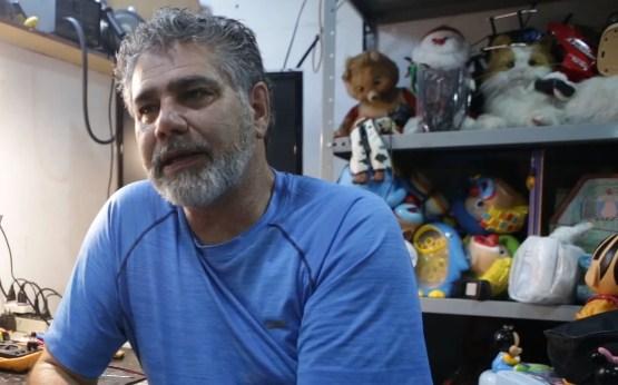 Прво поправал детски играчки, па се префрлил на вибратори и… сега одлично заработува (ВИДЕО)