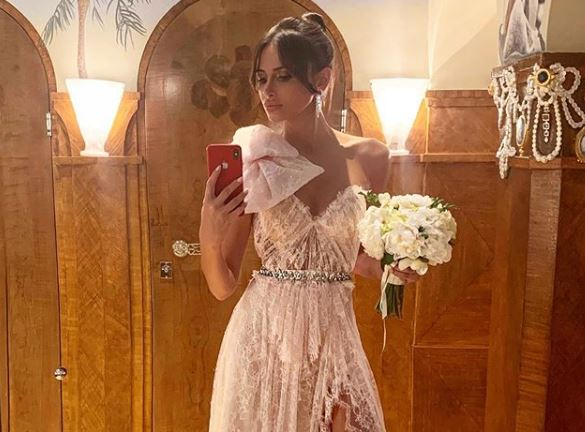 Емина Јаховиќ објави фотографија со трудничко стомаче: Пејачката има убав повод за славење (фото)