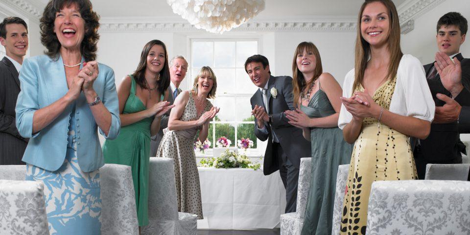 Пет совршени стлски идеи за да блеснете како гостинка на свадба (фото)