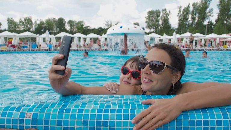 Мајка на моќен начин опишува како социјалните медиуми ја рушат самодовербата на родителите