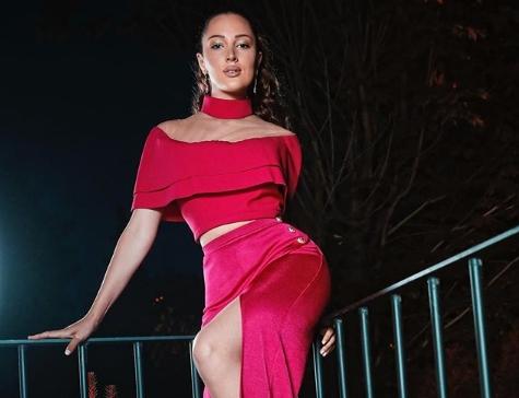 Александра Пријовиќ го одзема здивот: На обожавателите им падна вилицата од истурените гради на пејачката (фото)