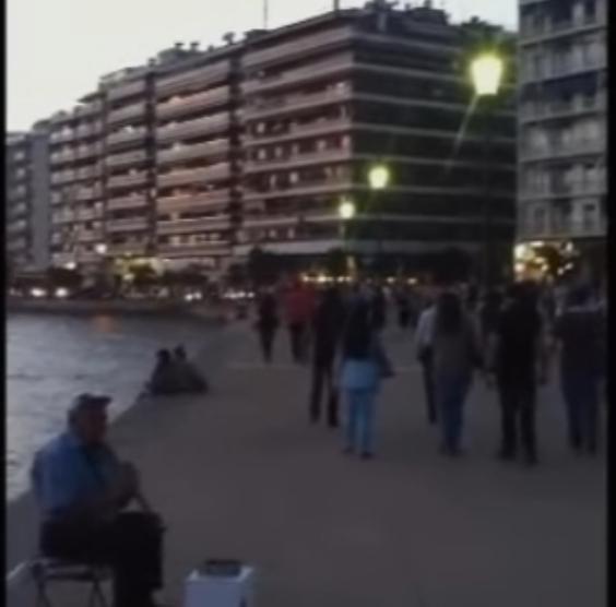 """""""Македонско девојче"""" ечеше среде Солун (видео)"""