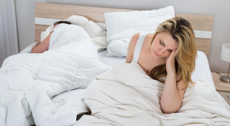 Експертите тврдат: Спиењето во одвоени кревети е добро за врската, а еве и зошто!