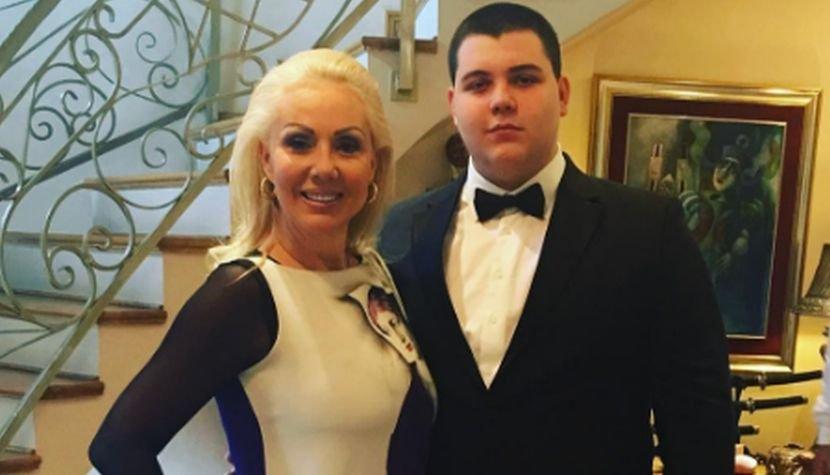 По Александра Пријовиќ, таа е новата снаа? Помалиот син на Лепа Брена ја покажа девојката (фото)