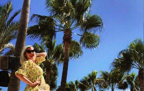 """На Емилија Розман ветерот во Марбеља и направи белја: Убавото девојче """"дупло голо"""" под летното фустанче? (ФОТО)"""