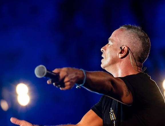 Бизарни барања: Ерос Рамацоти го испрати спосокот на желби за концертот во Белград!
