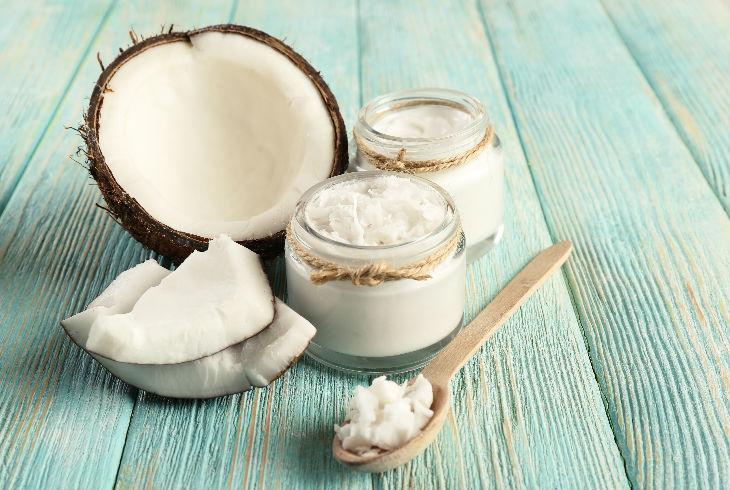 Имајте кокосово масло во бањата- користете го за забите и заштитете се од кариес