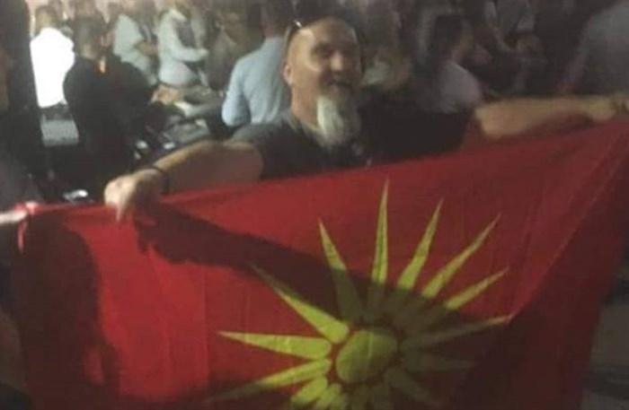 Додека Заев го брише и од шахтите, Македонците среде Грција го развејаа знамето со шеснаесеткракото сонце од Кутлеш (ВИДЕО)