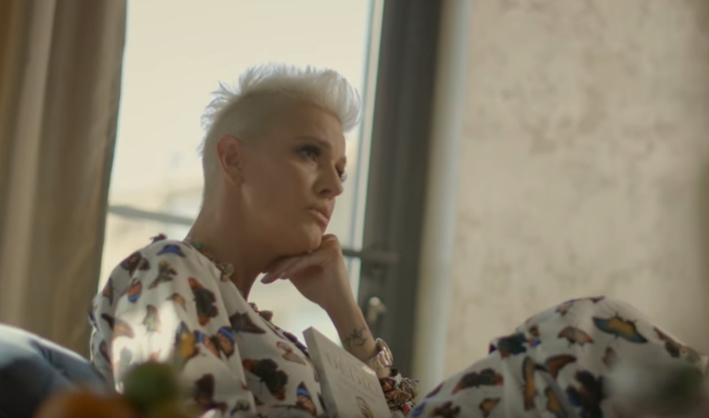 """Тијана Дапчевиќ во љубовна драма со Бошко Јаковљевиќ за """"Никад нисам"""" (видео)"""