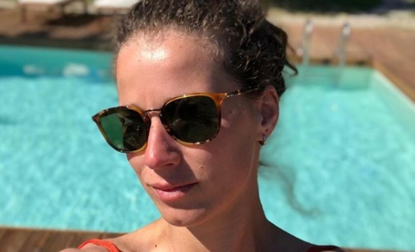 """Пред 10 години Ана Стојановска беше најатрактивната Македонка во шоуто """"Преживеан"""", а и летово беше на остров каде го """"распосла"""" сексапилот во бикини (фото)"""