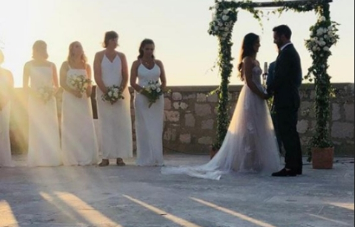 Победникот на Евровизија се ожени на преубавиот хрватски остров Вис (фото)