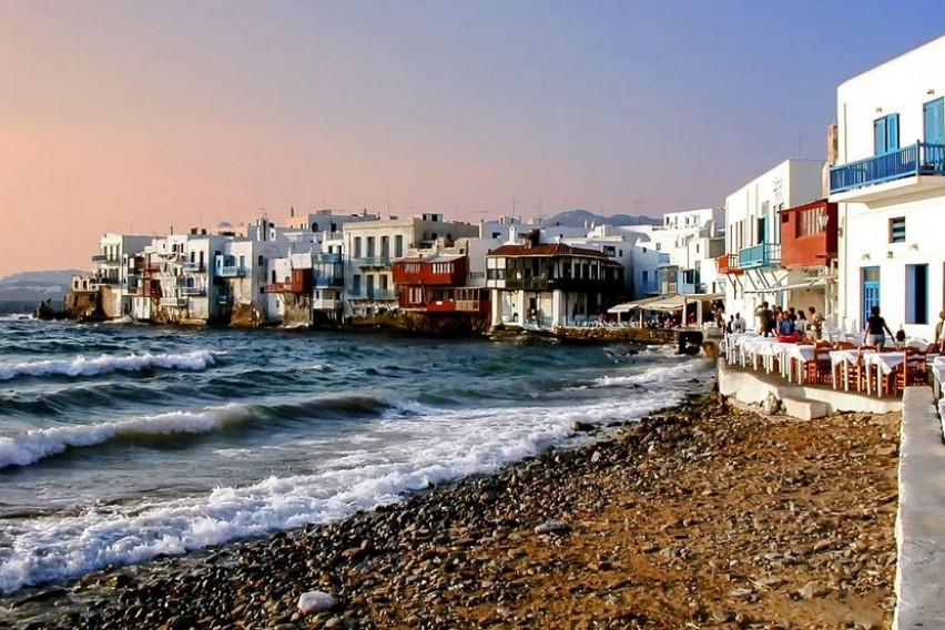 Богат Италијанец побегнал од Миконос и зад себе оставил долг од 128 илјади евра
