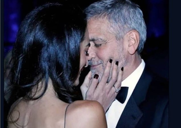 Џорџ и Амал Клуни славеа пет години брак, таа блескаше, но неговиот изглед потфрли