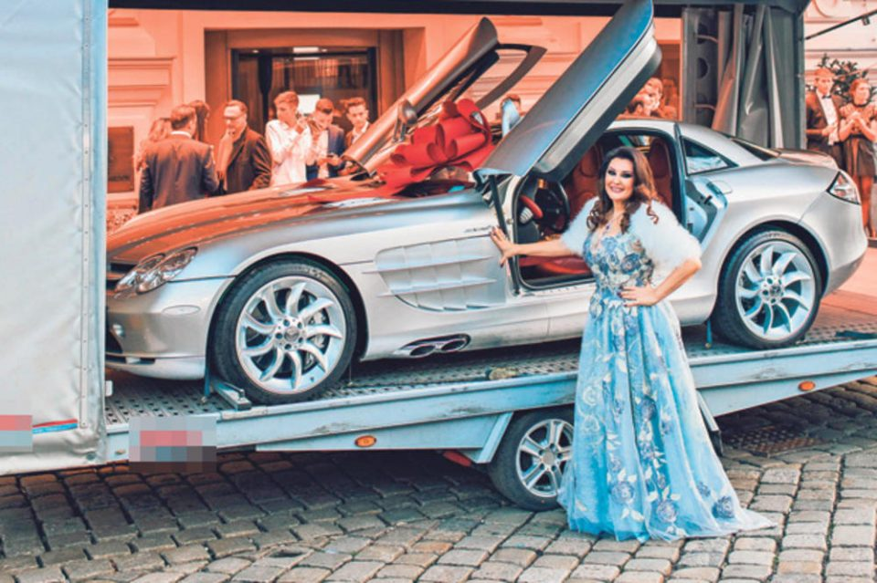 Драгана Мирковиќ има возен парк од 3,5 милиони евра: Погледнете какви автомобили возат познатите личности