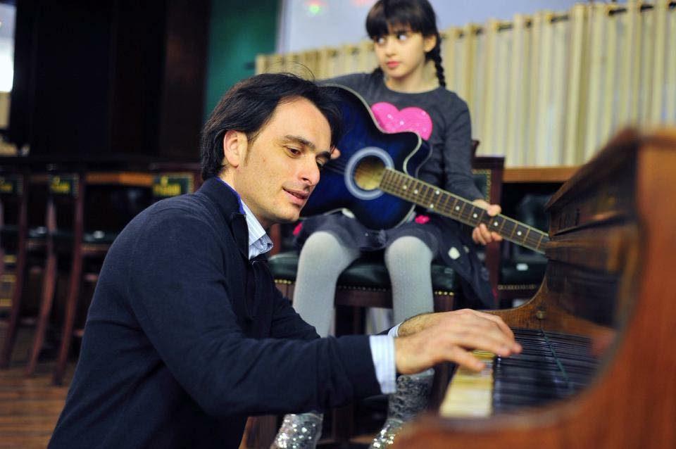 Компонирал за половина естрада, пеел со многумина, од Трифун Костовски до Дац… ама овој дует на Александар Митевски му е најдраг (ВИДЕО)