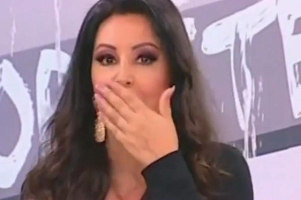"""Драгана Мирковиќ се посрамоти среде емисија: Го заборави текстот на песната – """"Има и трета строфа?"""" (видео)"""