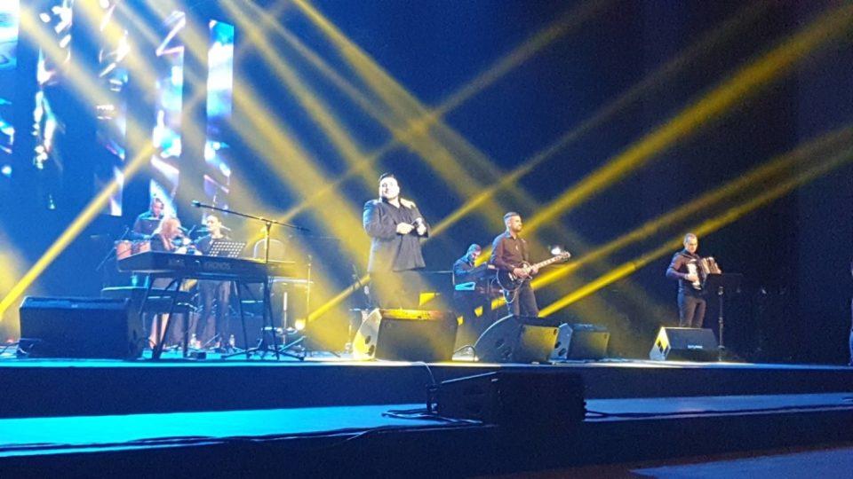Ана Севиќ и Марина Гагиќ во прв ред на концертот на Дарко Лазиќ, а тој ја покани само неа да се појави на сцената (фото)