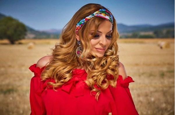 """Елена Велевска срце ќе ви разбуди со """"Зоро моја румена"""" (ВИДЕО)"""