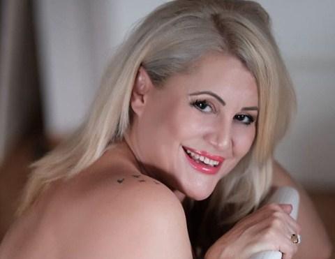 """Ирена Спасовска покажа три работи: Како ги """"товари"""", а како ги топи килограмите и со кого го пие најслаткото кафе (ФОТО)"""