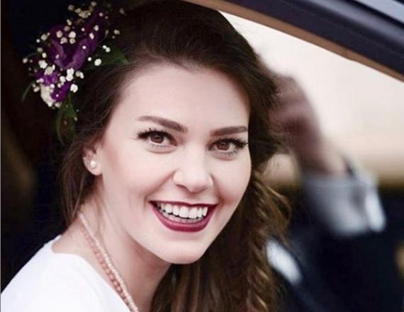 """Болеста не ја спречи """"Истанбулската невеста"""" да го оствари сонот: Ова е животната приказна на турската актерка Асли Енвер"""