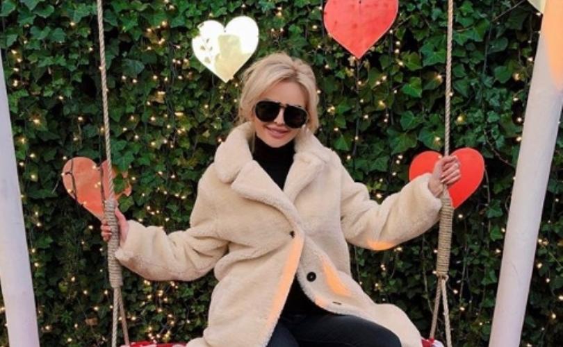 """Елена Стефановска, водителката на """"Живот со стил"""" со галерија романтични фотографии за првпат го покажа момчето (фото)"""