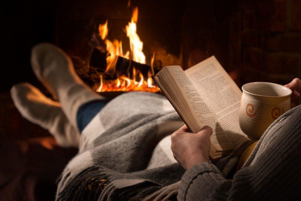 Луѓето кои читаат пред спиење спијат подобро и поздраво се хранат
