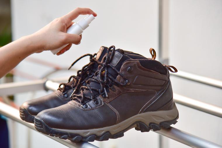 5 природни начини да ја отстраните непријатната миризба од обувките